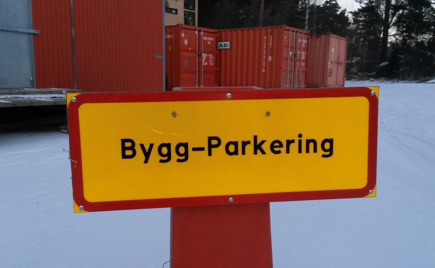 Skylt med texten Bygg-parkering